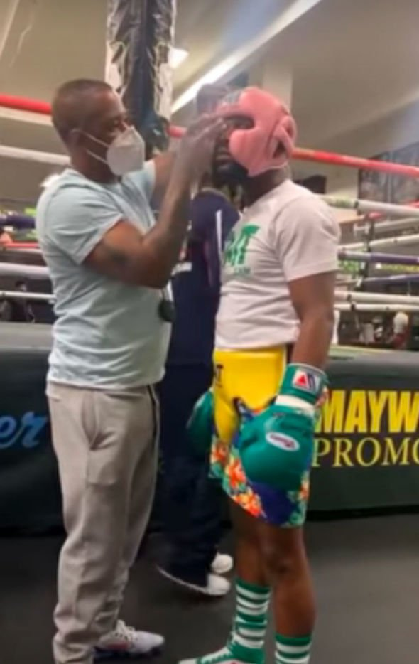 Mayweather taunts McGregor as he trains in gym during coronavirus lockdown