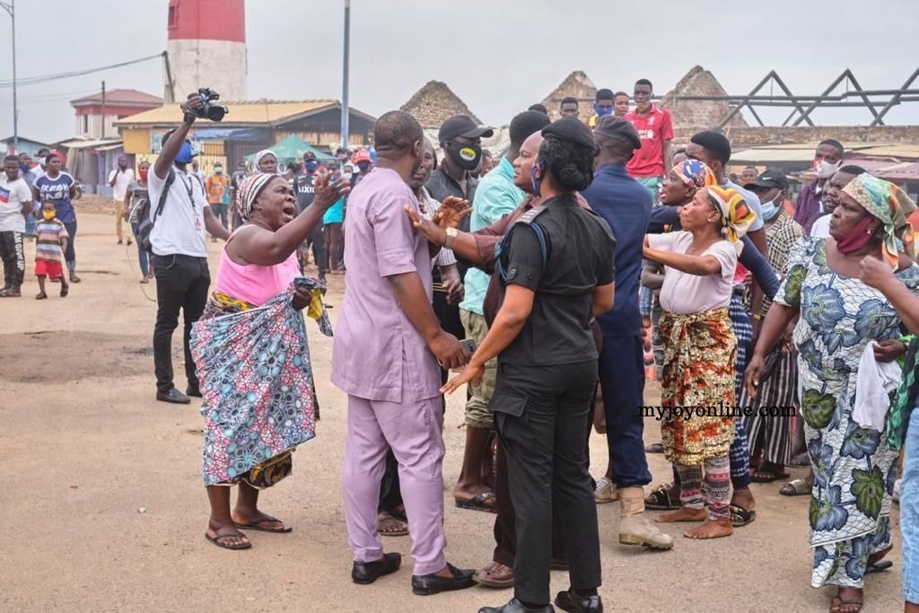 Disregard for social distance, no face mask characterises voters' registration exercise at Odododiodoo