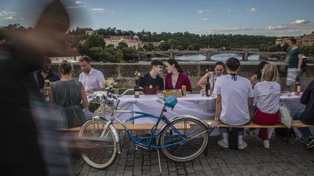 Coronavirus: Czechs hold 'farewell party' for pandemic
