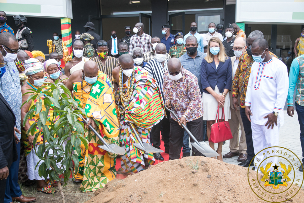 President Akufo Addo cuts the sod for the construction of Phase 2 of the University