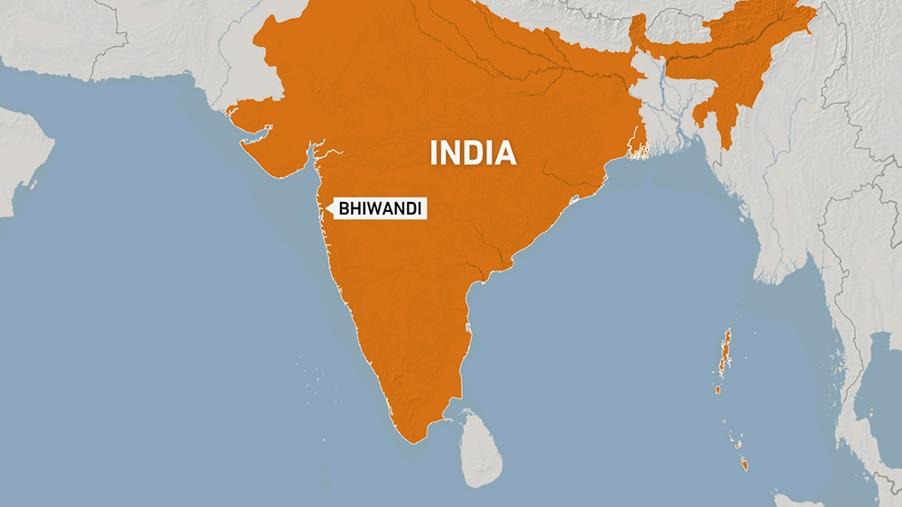 Many trapped as deadly building collapse in India 4