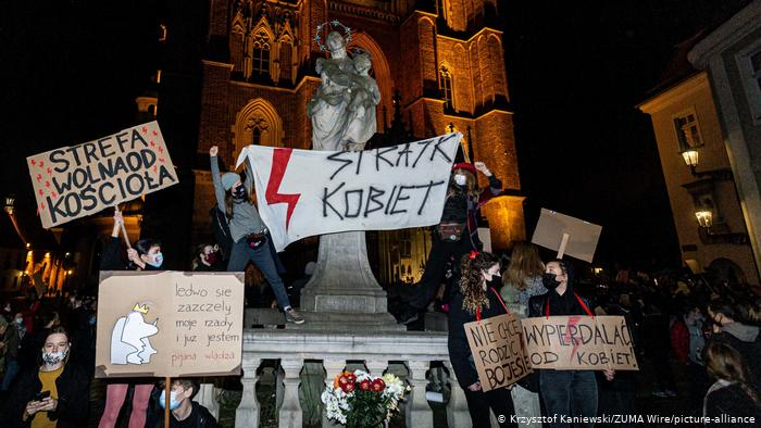 Poland's churches become sites of protest amid abortion row