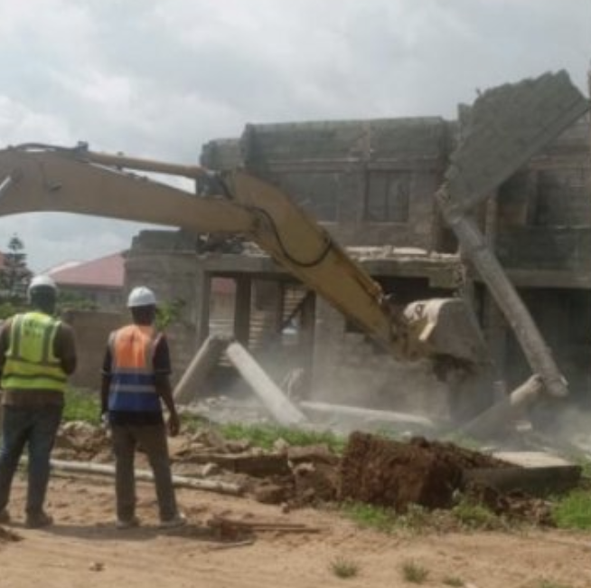Government pulls down buildings on Boundary Road in East Legon