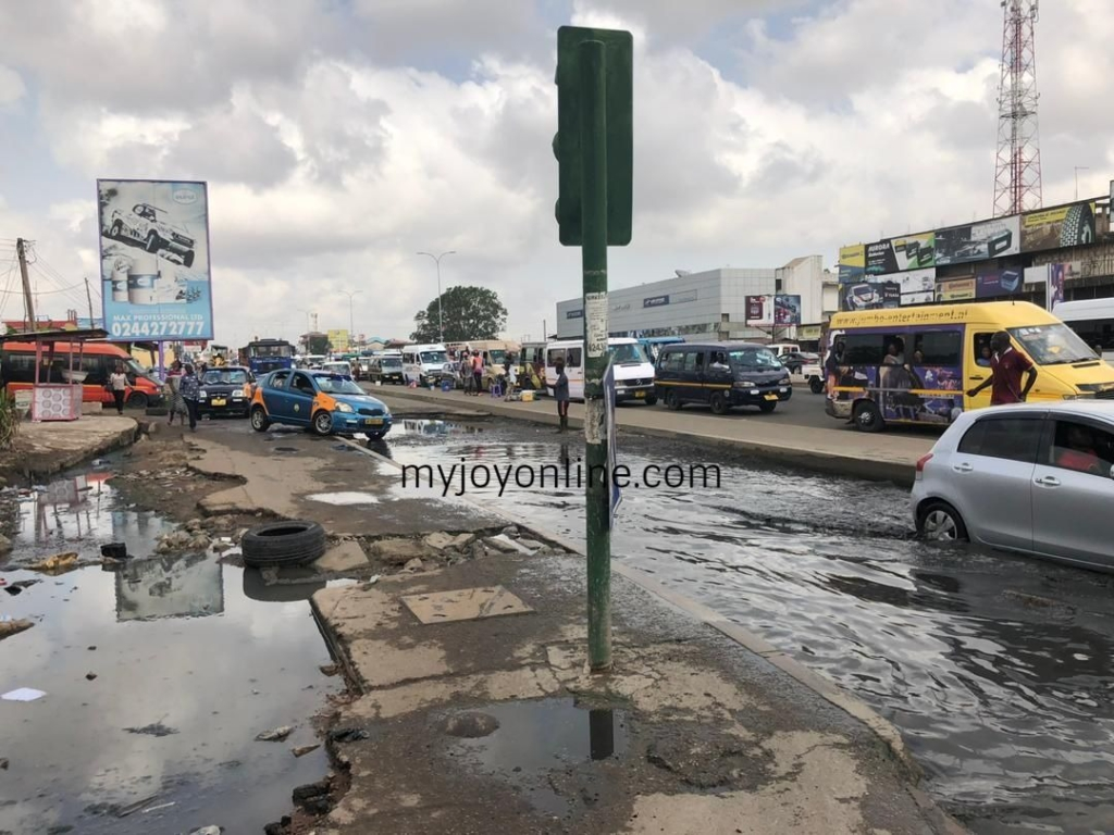 #JoyInYourCommunity: Commuters lament poor roads at Hansonic in Dansoman
