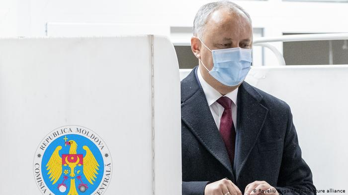 Moldova election heads for runoff, opposition secures narrow lead