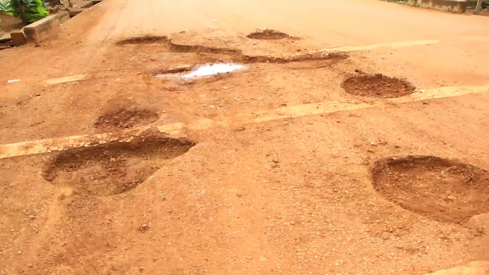 Manso Atwedie residents repair road on their own after long wait from city authorities