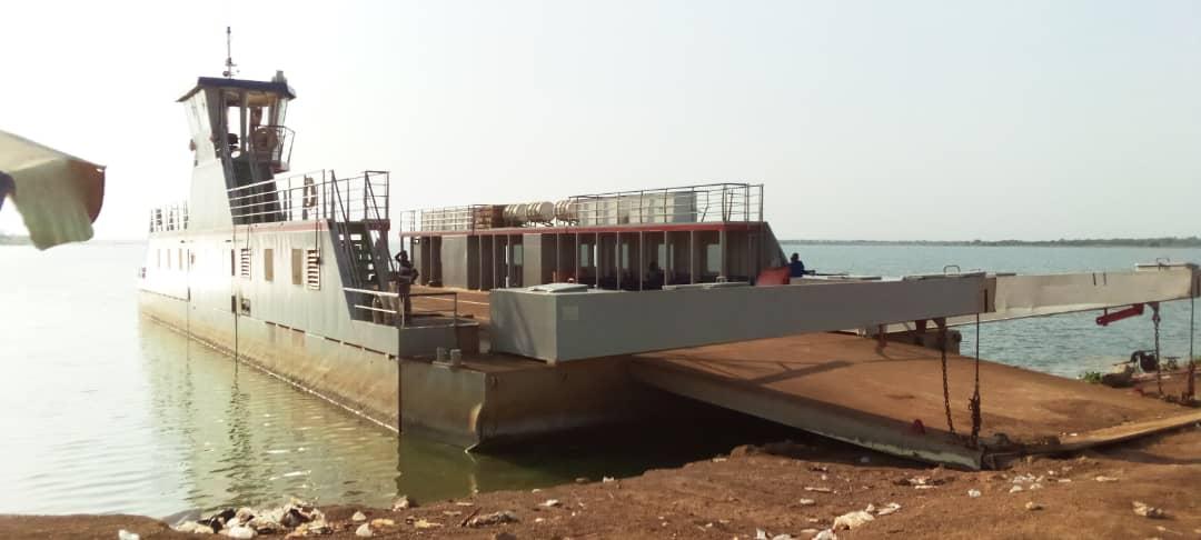 Oti River ferry breaks down, halts trading - MyJoyOnline.com