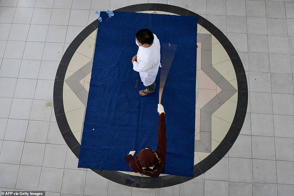 2 Christians flogged publicly for drinking and gambling