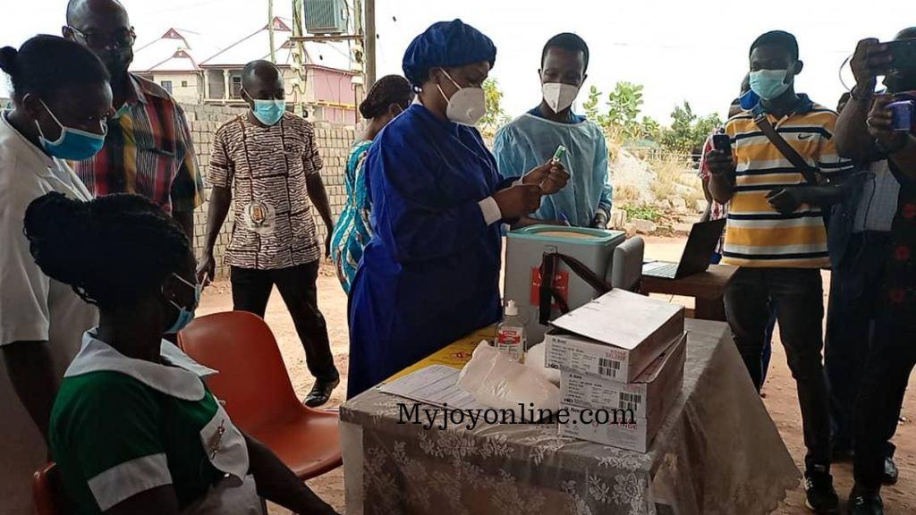 Bono East Regional Health Directorate begins vaccination of health workers in the region