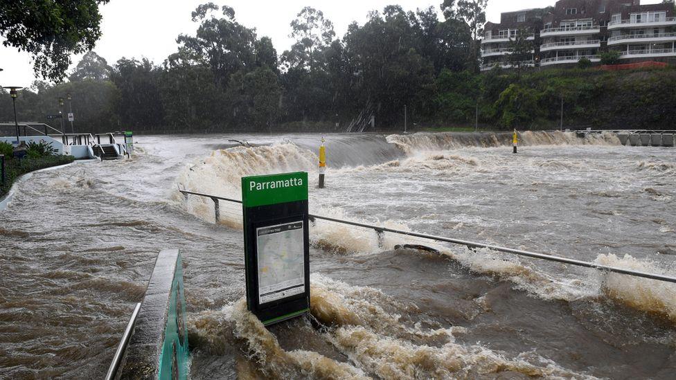 Australia floods: Thousands evacuated as downpours worsen