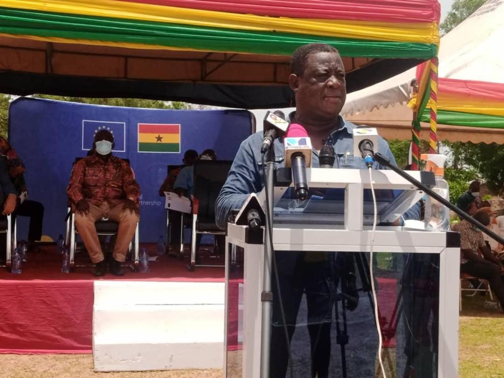 Minister breaks ground for rehabilitation of 670km of feeder roads in Upper West