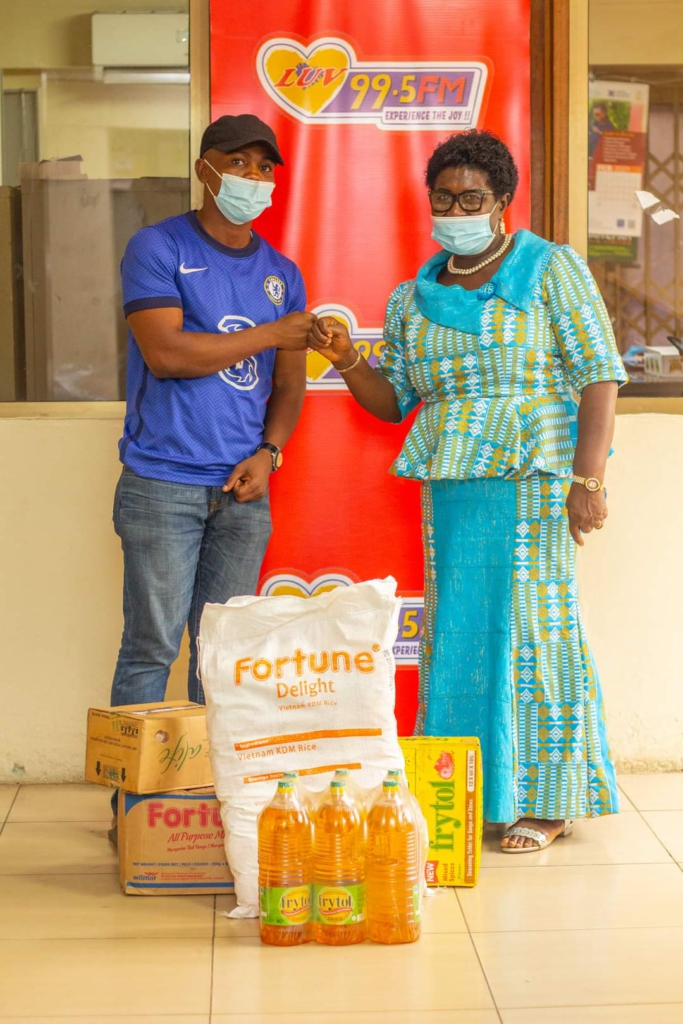 """Musicians and actors battle it out at Nhyira FM's """"Cook for Mum"""" Promo"""
