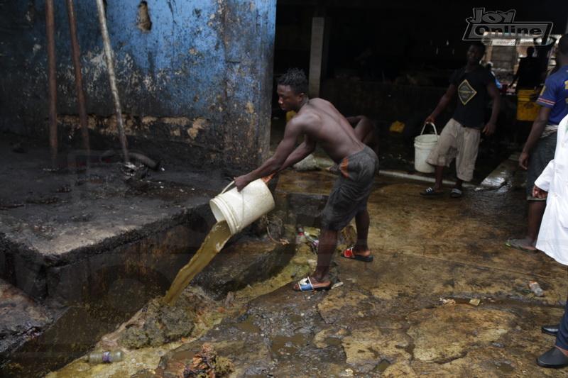 CleanGhana Campaign : AMA Health Inspectors close down public toilet at Avenor