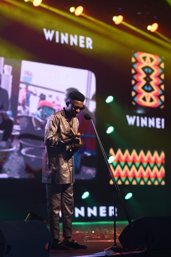 VGMA: Kofi Kinaata receives ¢10k from Vodafone as Green Award Winner