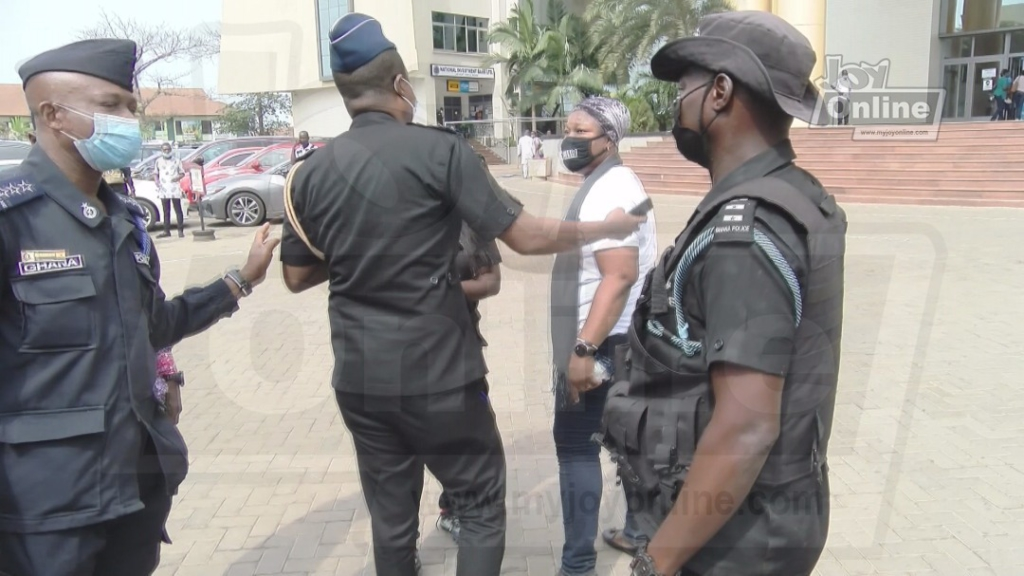 Police clash with #FixTheCountry protestors at Accra High Court