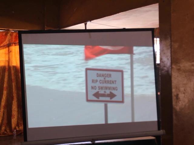 La Fondation des cadets de la Marine se lance dans «pas de gilet de sauvetage, pas de natation» parmi les écoliers le long de la côte