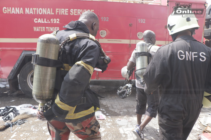 Photo: Fire and Military personnel battle Accra's toughest fire outbreak