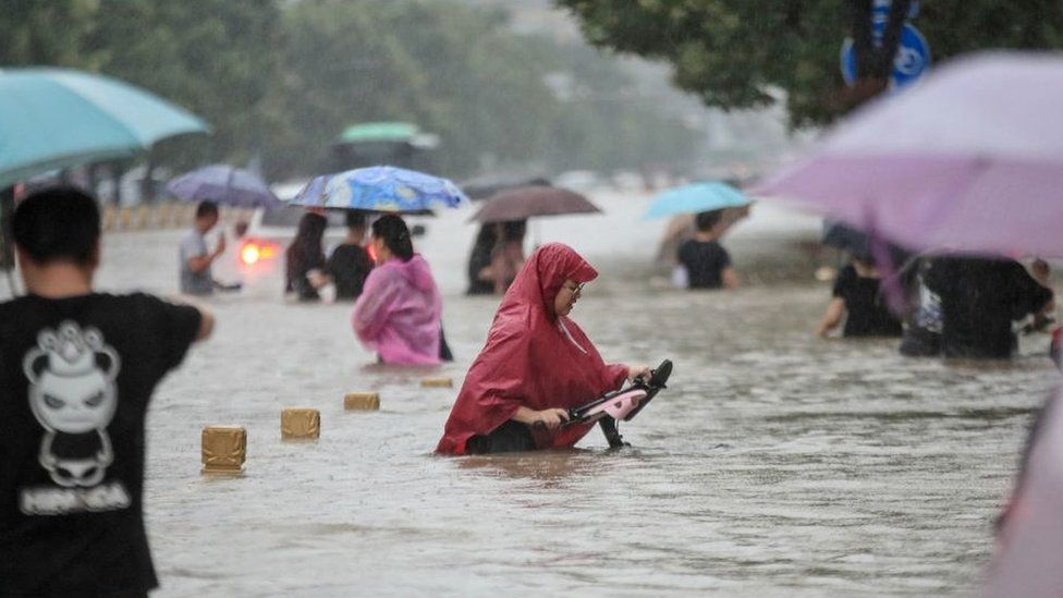 China floods: 12 dead and thousands evacuated