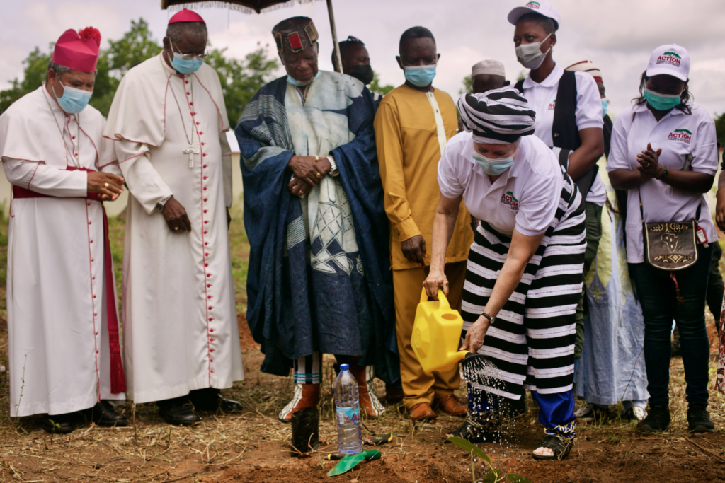 U.S. Ambassador marks Shea Day with commemorative tree planting event in Northern Ghana