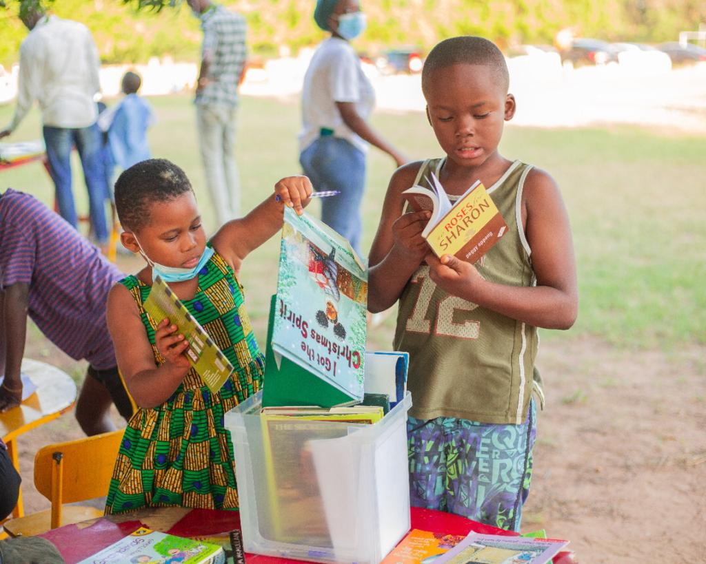 Samira Empowerment and Humanitarian Projects donates 300 books to Play and Learn Foundation