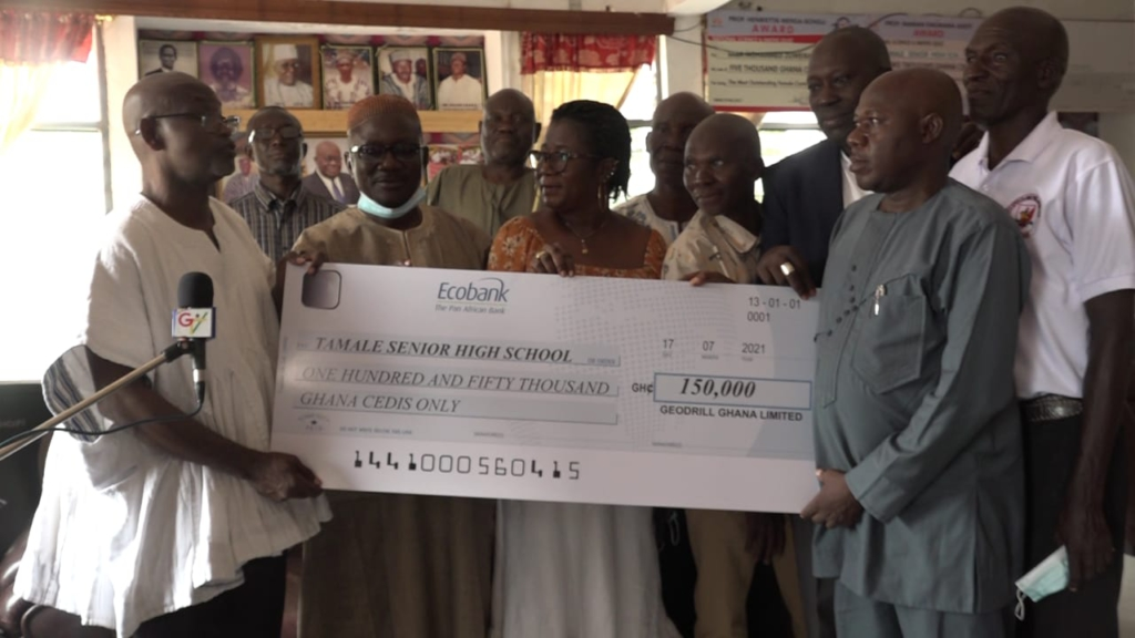 1983 Tamasco year group presents ¢150k in support of Home Economics block construction