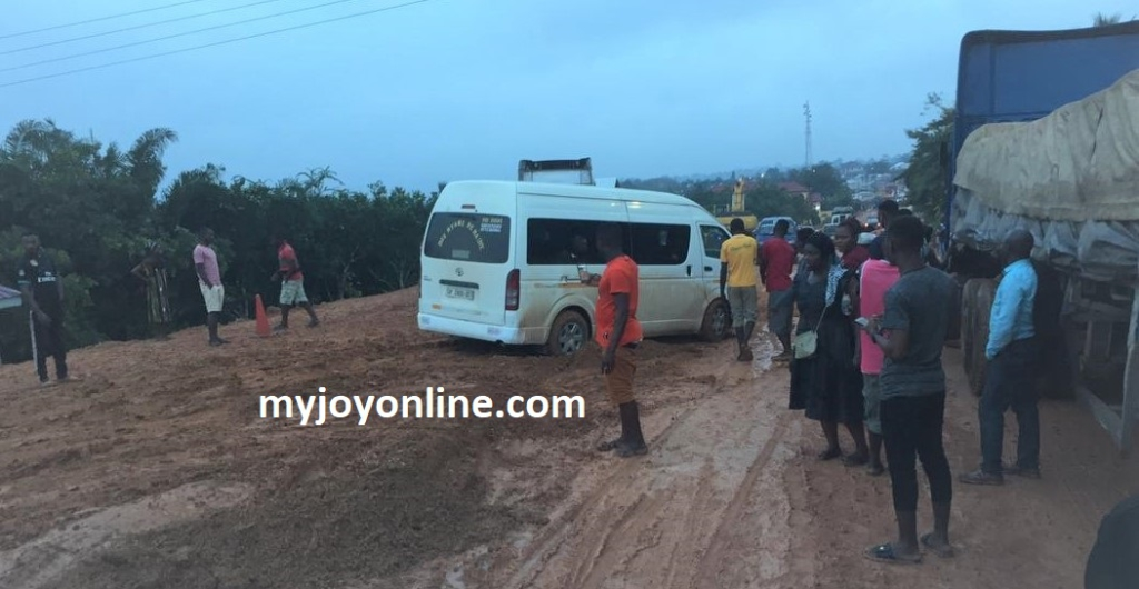 Kumasi-Cape Coast road blocked www.myjoyonline.com