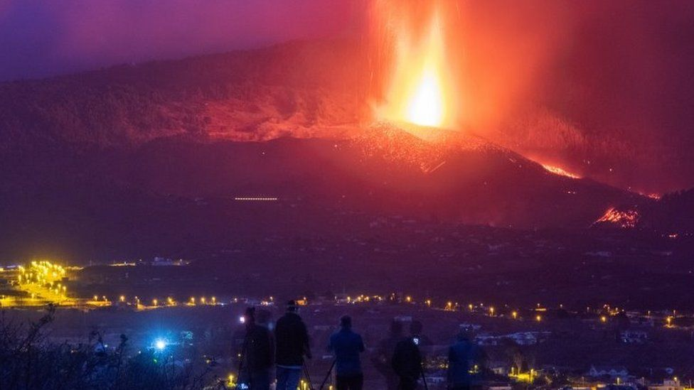 Canary Islands volcano: 'Miracle house' escapes lava