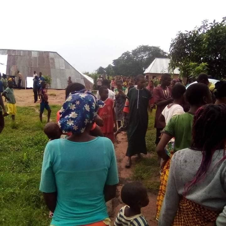 2 die as church building collapses during service