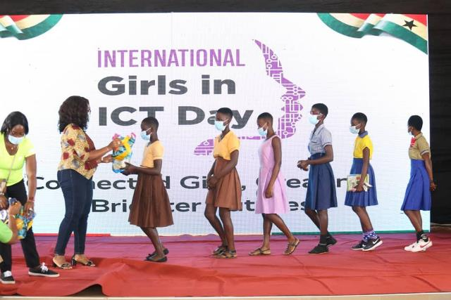 Communication Ministry supports 100 girls in ICT with laptops