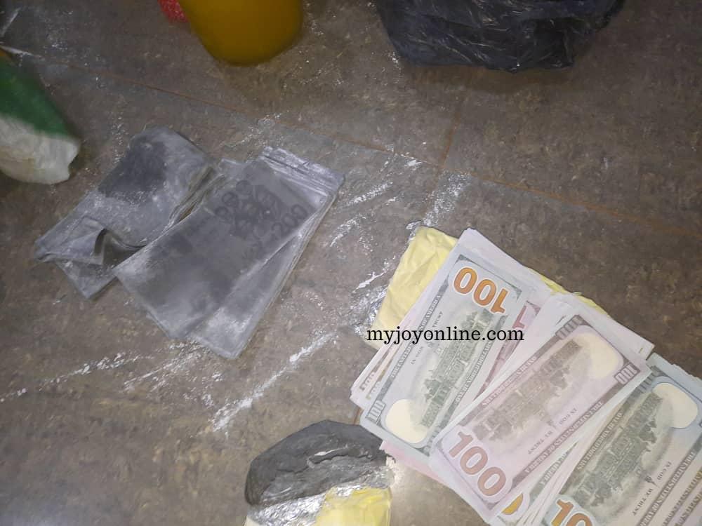 Police arrest 3 men in possession of fake dollars